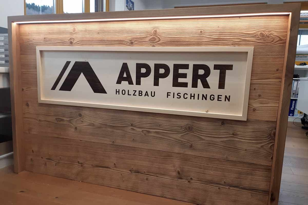 Holz-Lasergravur | Firmenschild